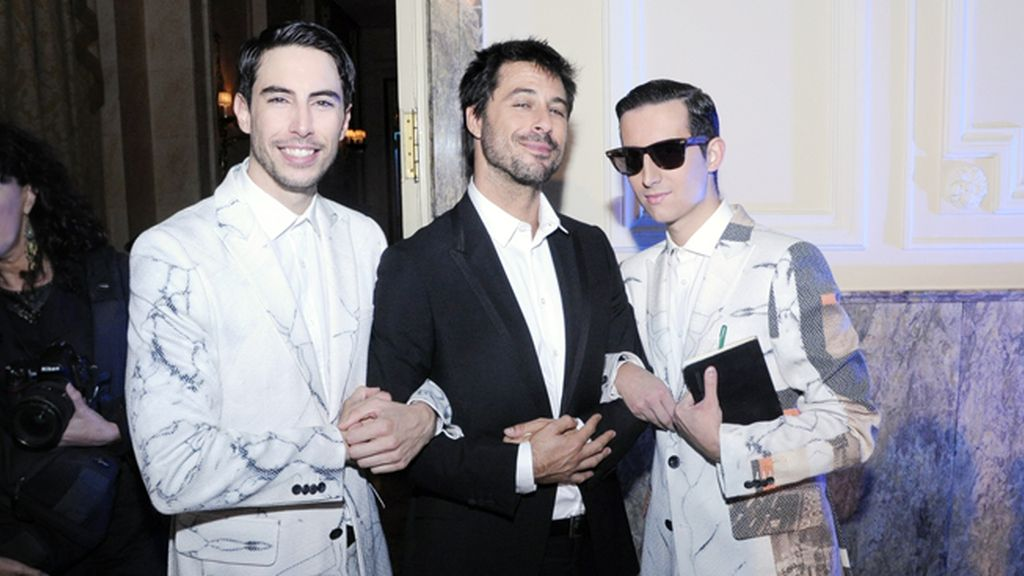 Del brazo de Hugo Silva, uno de los protagonistas de la noche, con nuestros trajes de Ana Locking