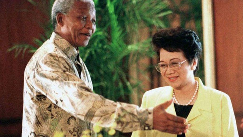 Mandela y Aquinio, juntos en Manila