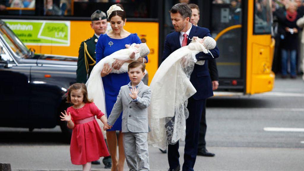 Los príncipes de Dinamarca bautizan a sus mellizos y revelan sus nombres