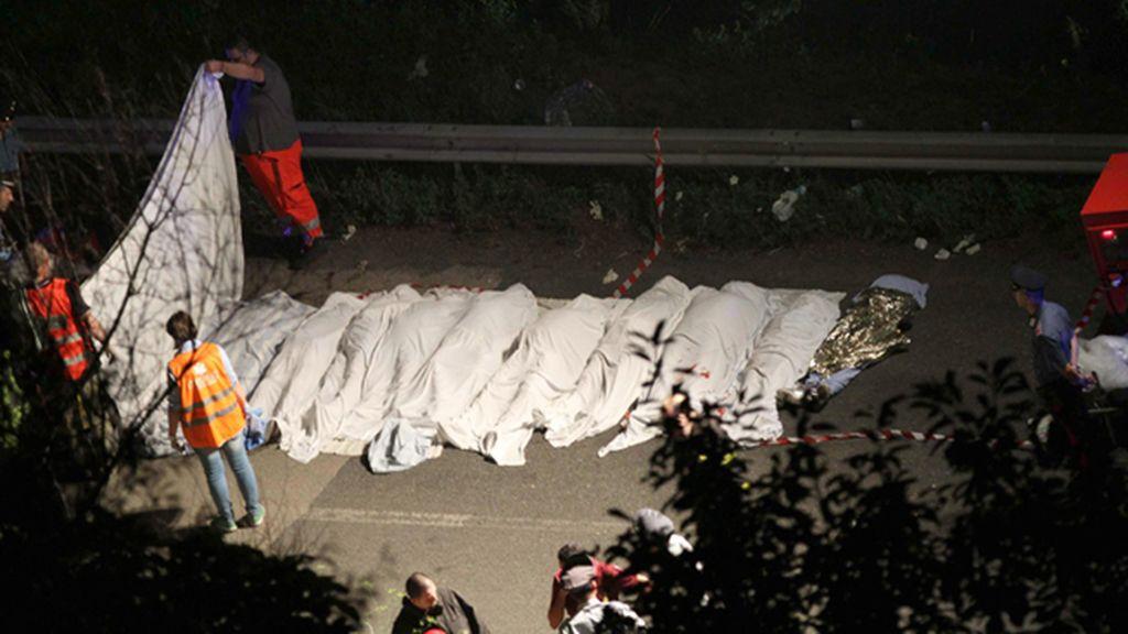 Asciende a 36 el número de muertos tras despeñarse un autobús en Italia