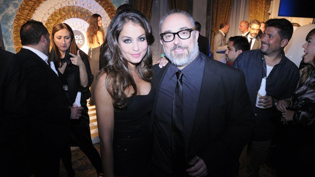 La actriz Hiba Abouk, de Second Skin, posó junto a Álex de la Iglesia