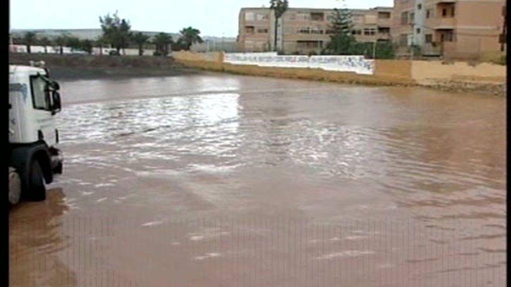 Un temporal de lluvias encharca Canarias
