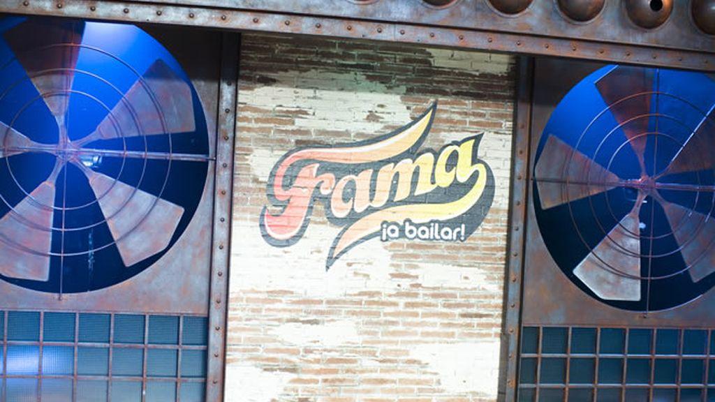 Plató y Logo Fama