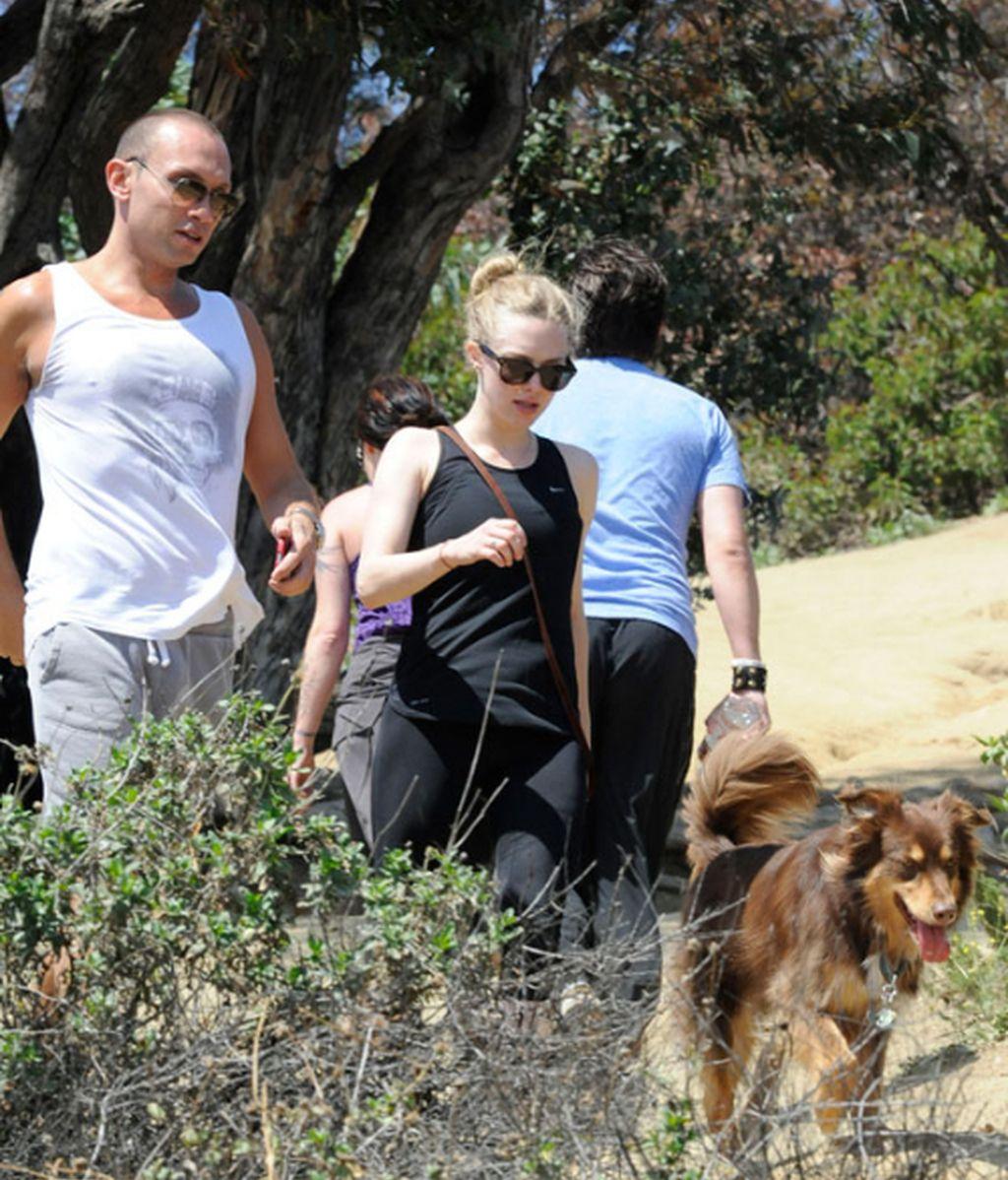 Amanda Seyfried hace deporte con el amor de su vida... su perro Finn