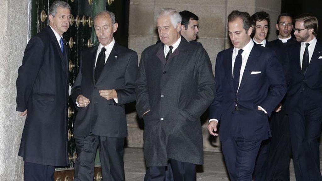 Carlos Martínez de Irujo y Fitz-James Stuart a la salida de la basílica