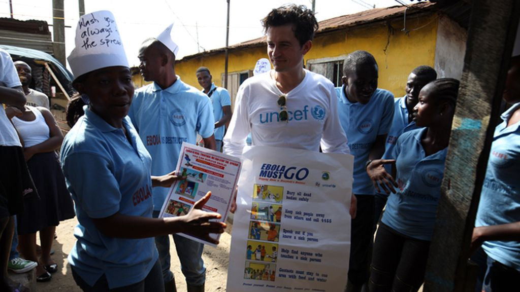 Orlando Bloom visita Liberia tras la epidemia de ébola
