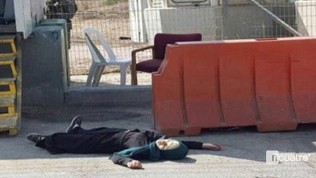 Muere tiroteada una palestina tras apuñalar a una policía israelí en una mano
