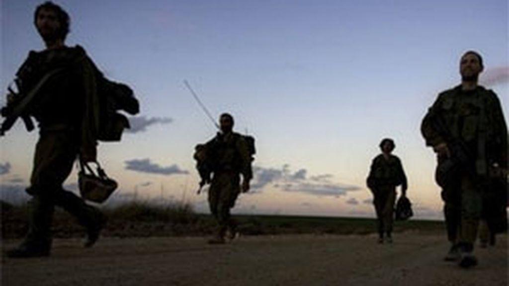 Soldados israelíes comienzan a retirarse de Gaza. Foto:AP