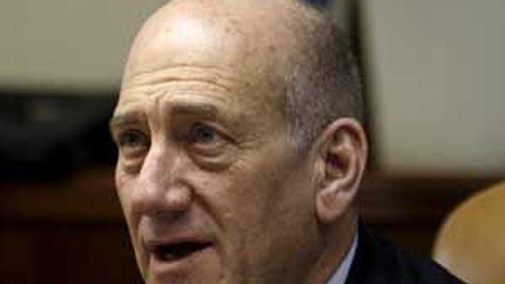 El primer ministro israelí Ehud Olmert durante su discurso de apertura de la sesión semanal del Consejo de Ministros en Jerusalén (Israel). Foto: EFE