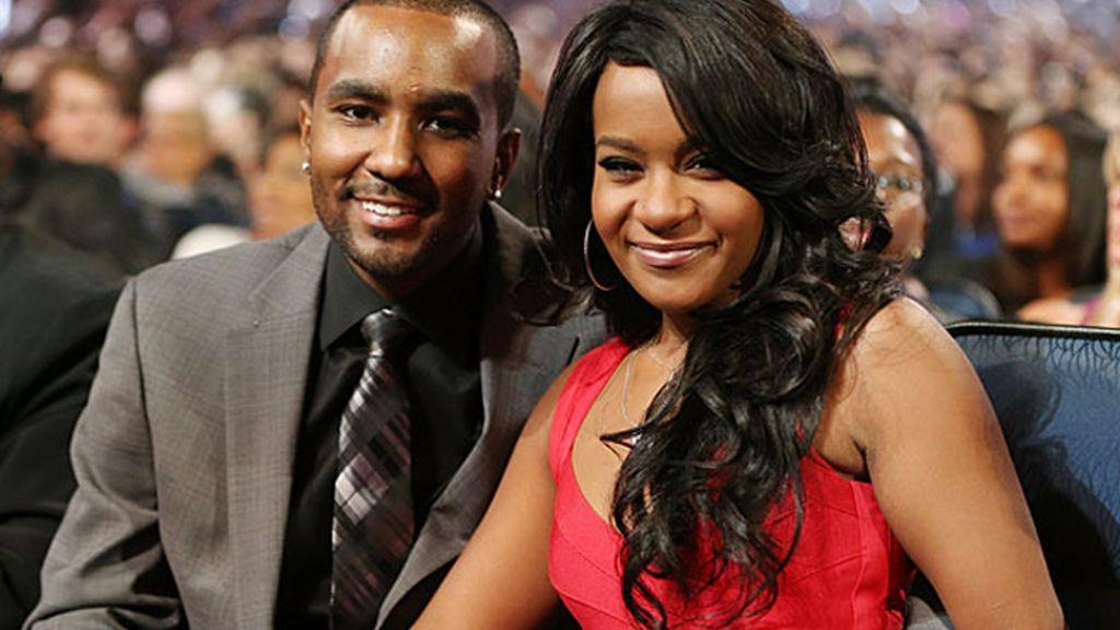 La hija de Whitney Houston se casa con su hermano adoptivo