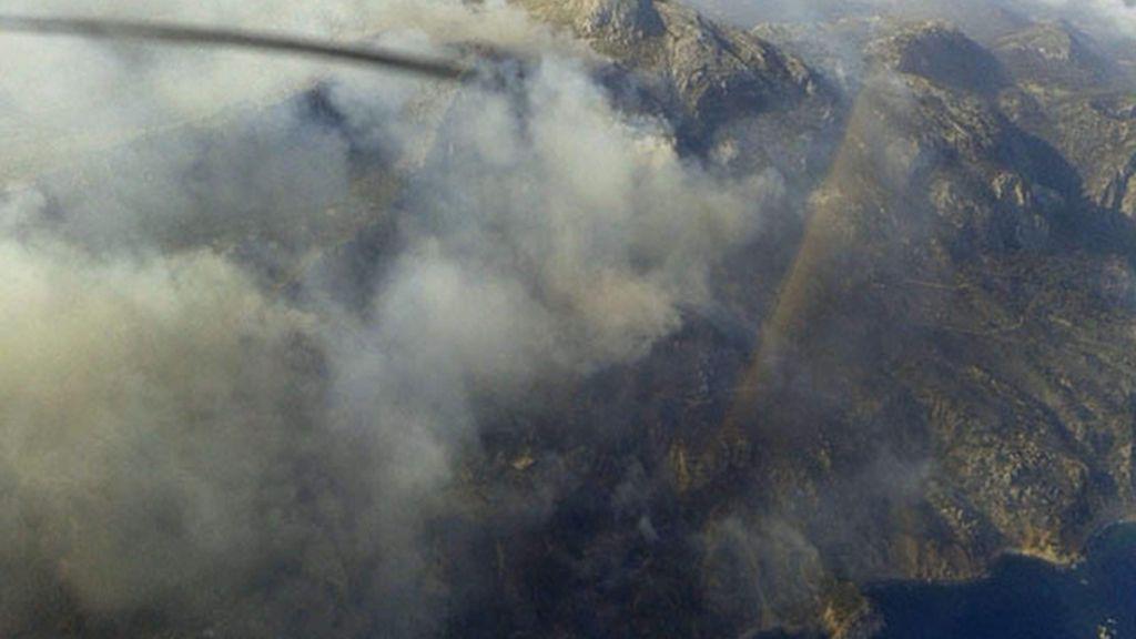 Continúa fuera de control el incendio del municipio de Andratx