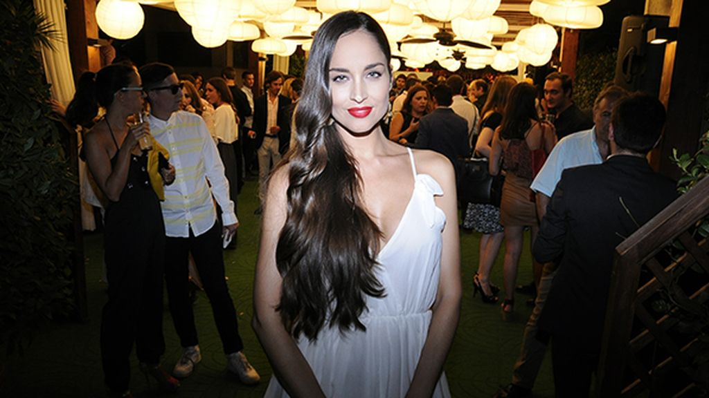 Impresionante la belleza de Lorena Van Heerde, con vestido de Kling