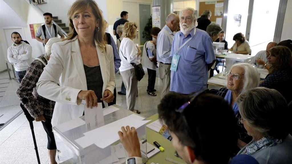 La presidenta del PP catalán, Alicia Sánchez vota en Barcelona