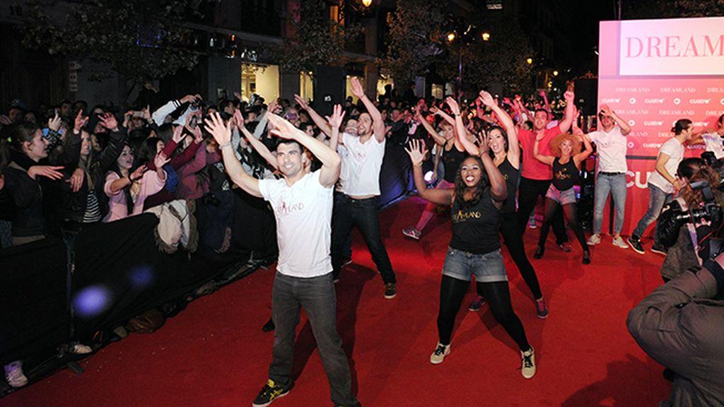 """La calle Arenal se llenó hasta arriba de fans que hicieron el """"flash mob"""" de """"Dreamland"""""""