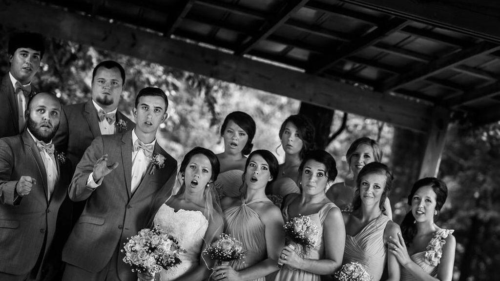 La curiosa fotografía en una boda mientras el fotógrafo se caía