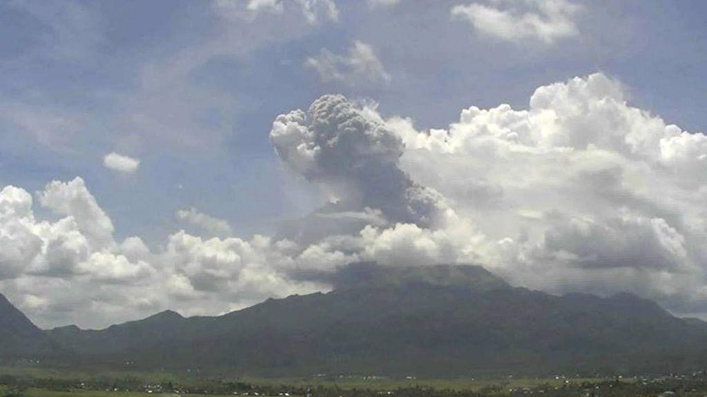 El volcán Bulusan entra en erupción en Filipinas