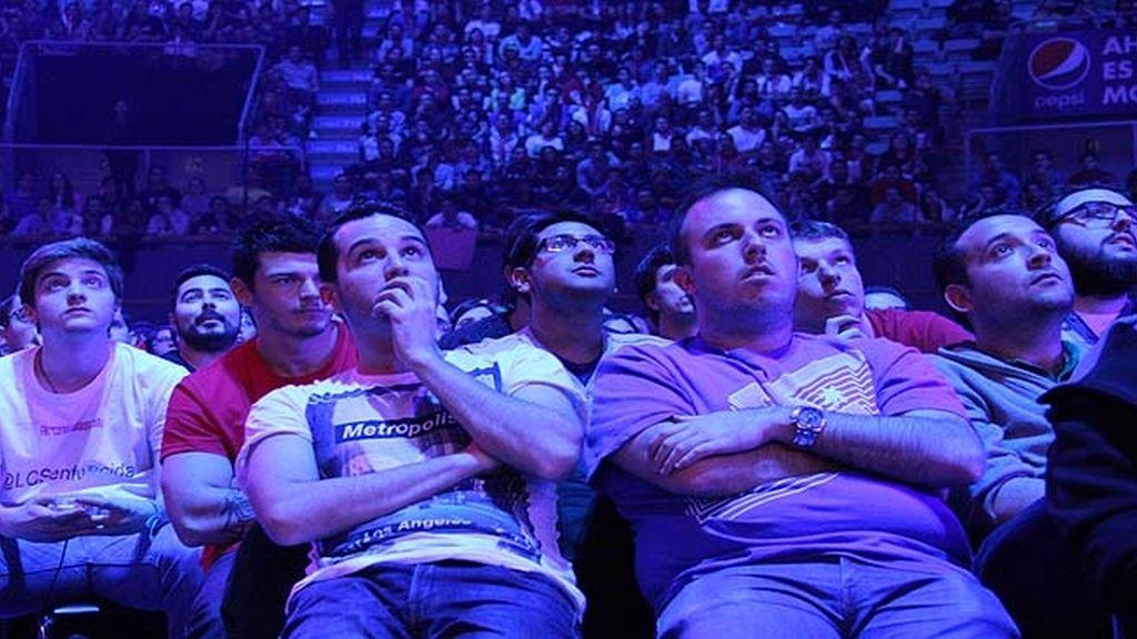 Miles de aficionados jalean a los equipos durante las finales de la 'LCS' en Madrid