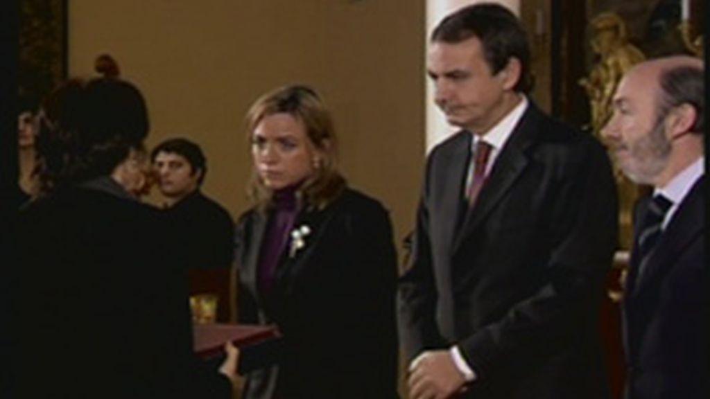Zapatero, Rubalcaba y Chacón durante el acto de homenaje a los policías fallecidos en 2009