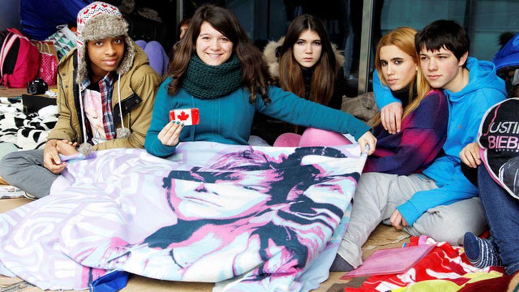 Los fans de Justin Bieber llevan semanas acampados a las puertas del Palacio de los Deportes
