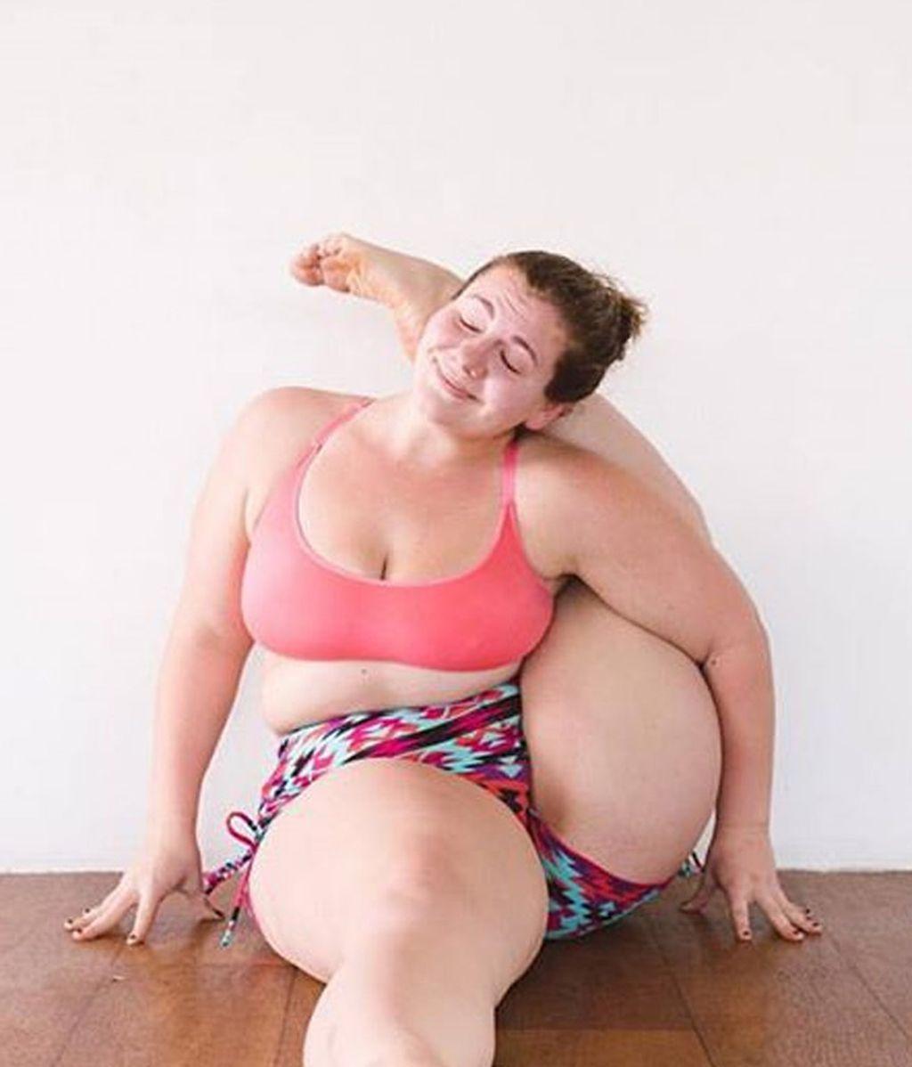 A pesar de su peso Dana realiza las posturas más complejas