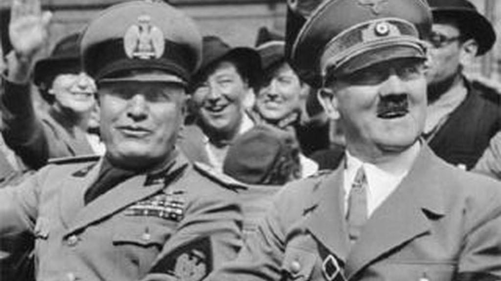 El Führer (d) junto al líder fascista italiano Benito Mussolini.