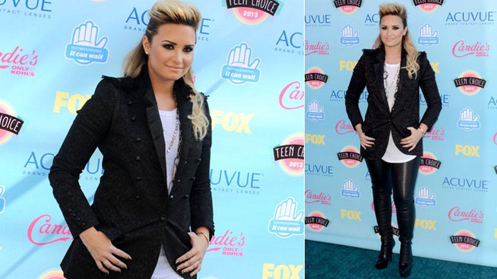 Demi Lovato, con un toque rockero y pantalones de cuero