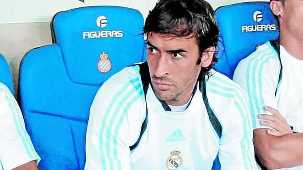 Raúl, en el banquillo
