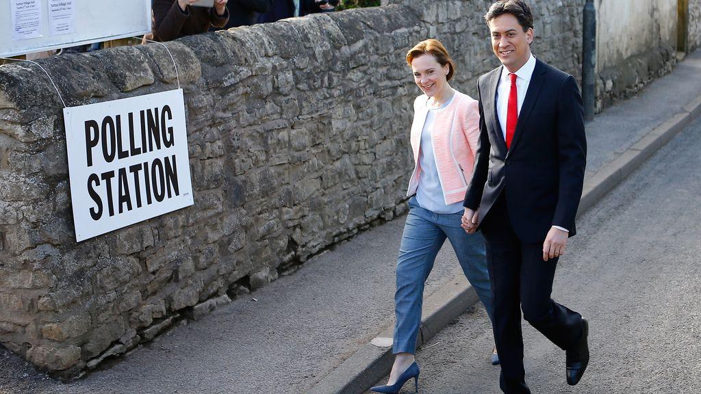 Ed Miliband acude a votar