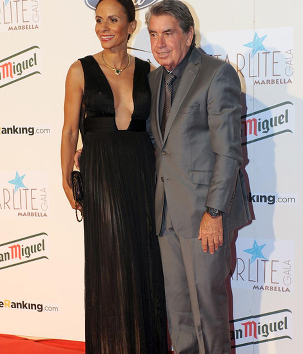Manolo Santana y su recién estrenada esposa