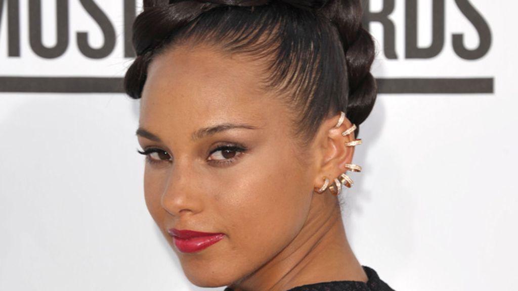 Alicia Keys saca su lado punk con estos pendientes