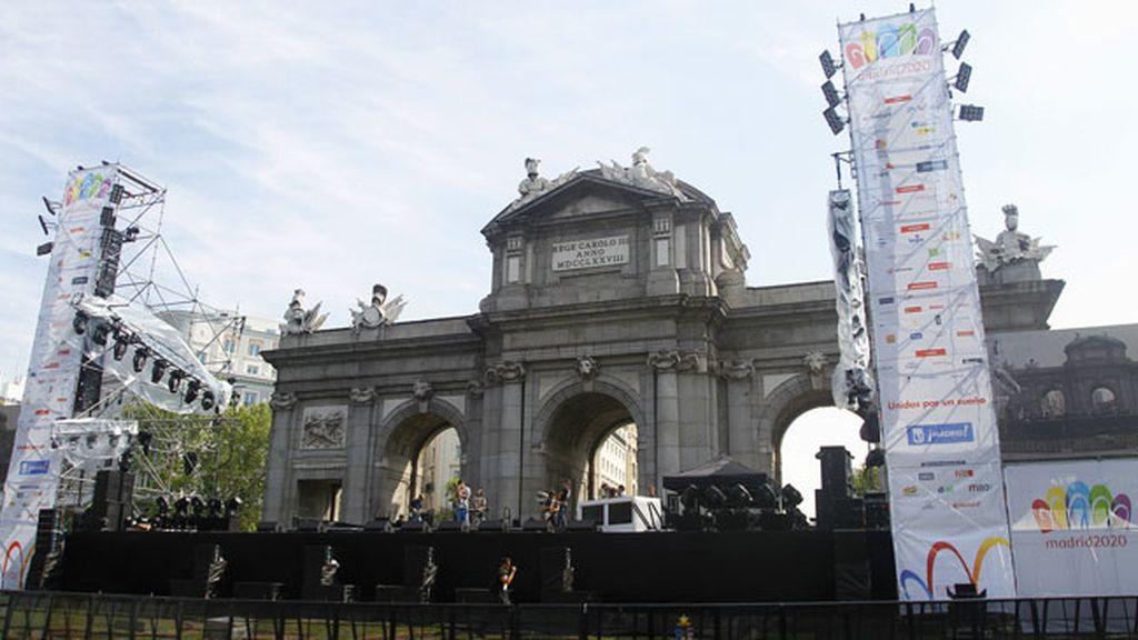 La Puerta de Alcalá se prepara para la elección de los JJOO 2020