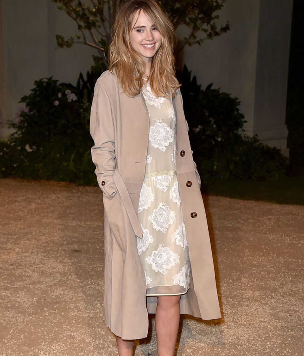 Suki Waterhouse acudió con un look de color pastel