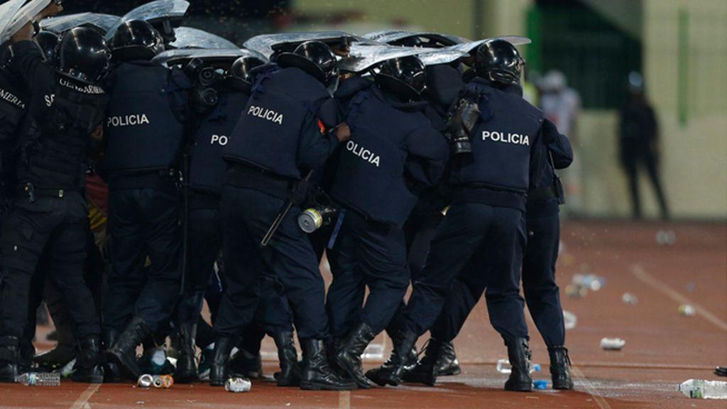 La peor cara de la Copa de África, el ataque de hinchas de Guinea a los de Ghana