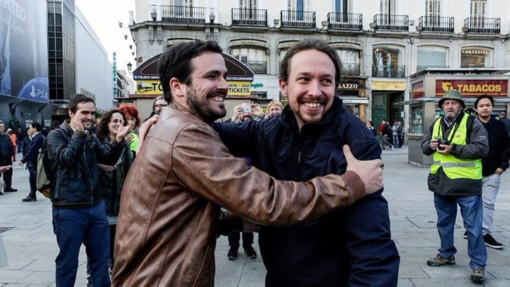 Pablo Iglesias y Alberto Garzón se felicitan por el pacto de la izquierda