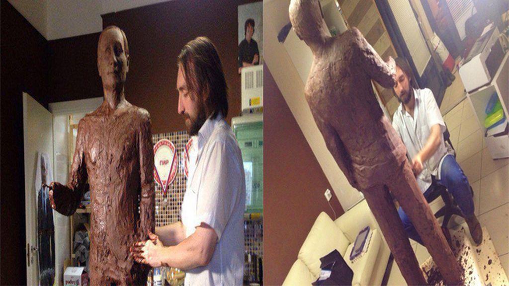 Fabrican una estatua de chocolate a tamaño real de Vladimir Putin