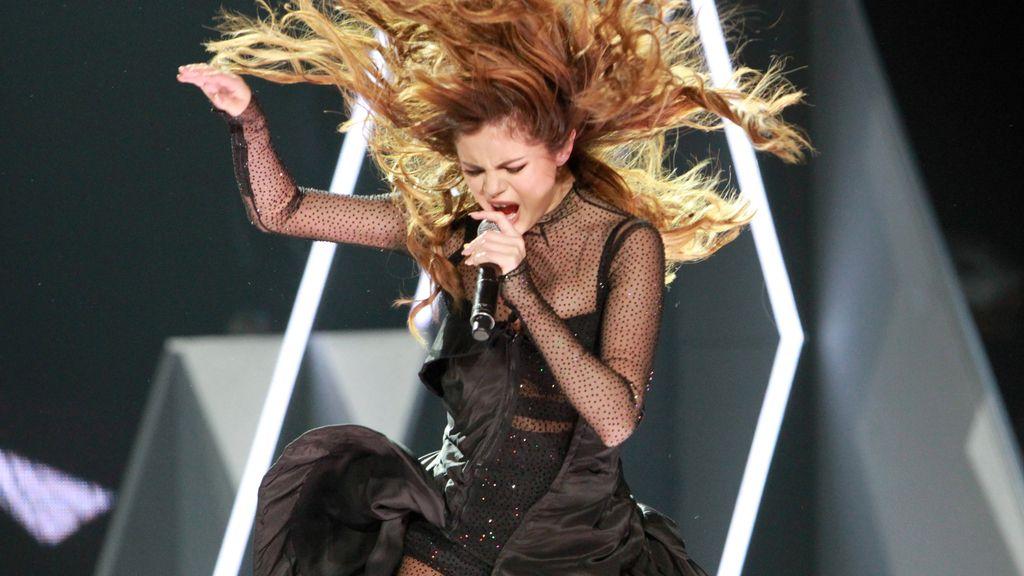 Selena Gómez lo da todo en el escenario