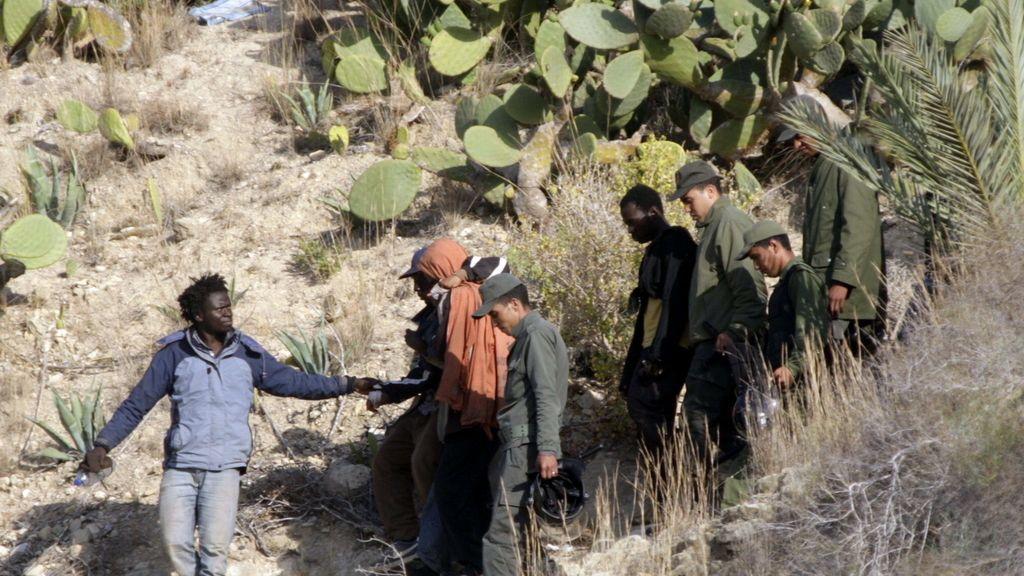 400 inmigrantes intentan sin éxito saltar la valla de Melilla