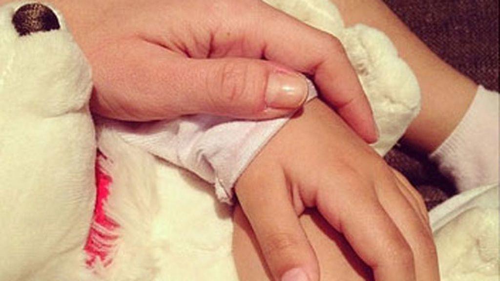 Las manos de Paula Echevarría y Daniela