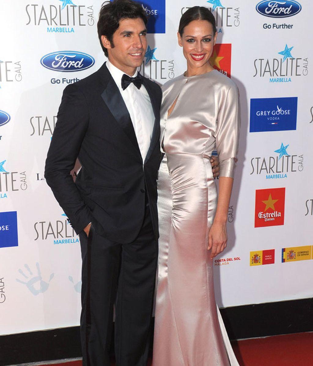Eva González eligió un modelo largo con cola