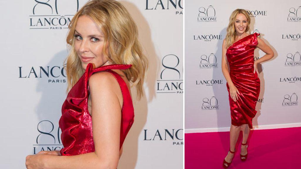 Todo pasión, Kylie combinó el vestido con zapatos del mismo color