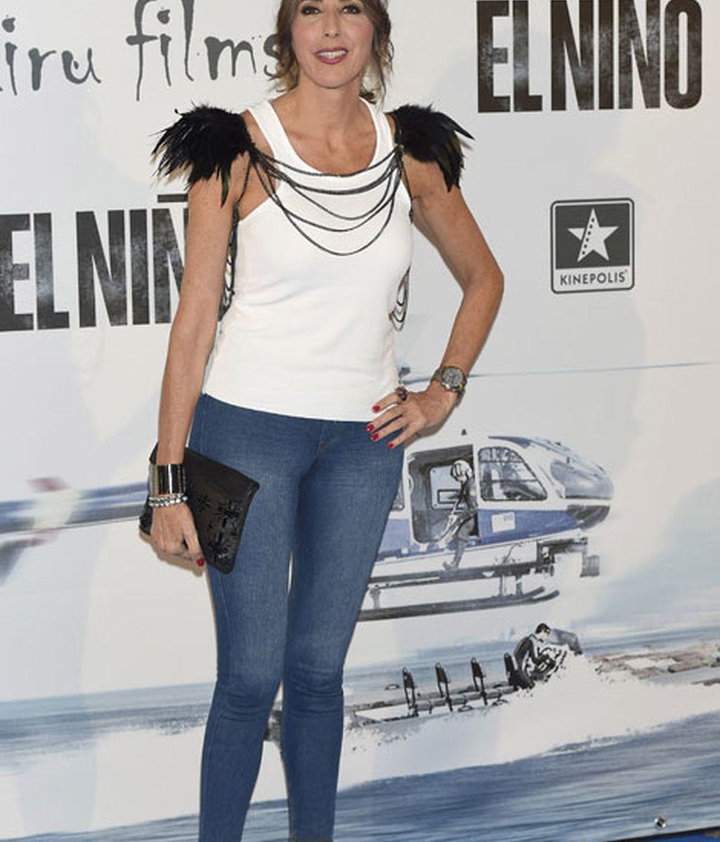 Paz Padilla ha elegido un look informal con plumas negras