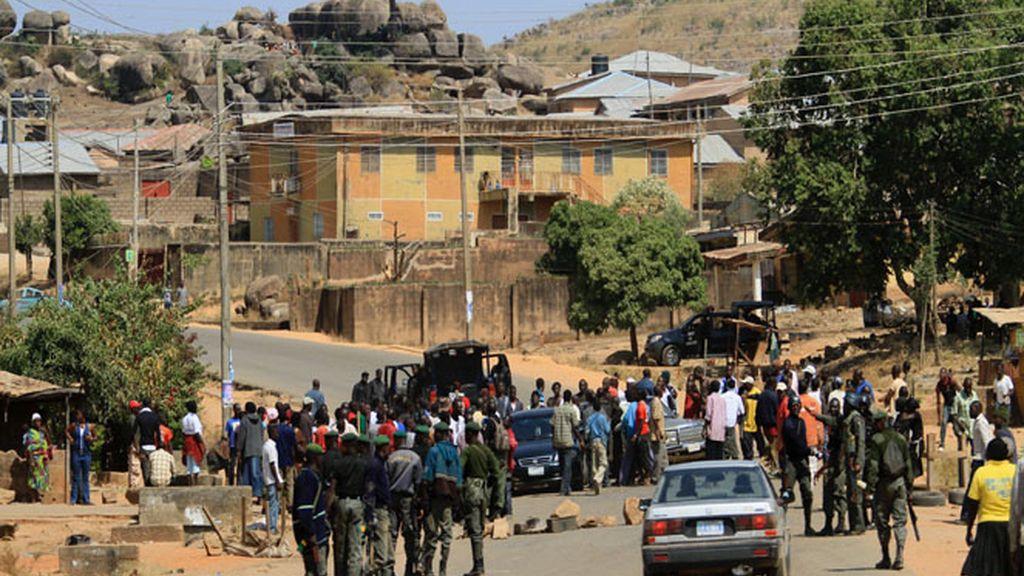 El Ejército de Nigeria despliega sus tanques en Jos después de los atentados de Nochebuena