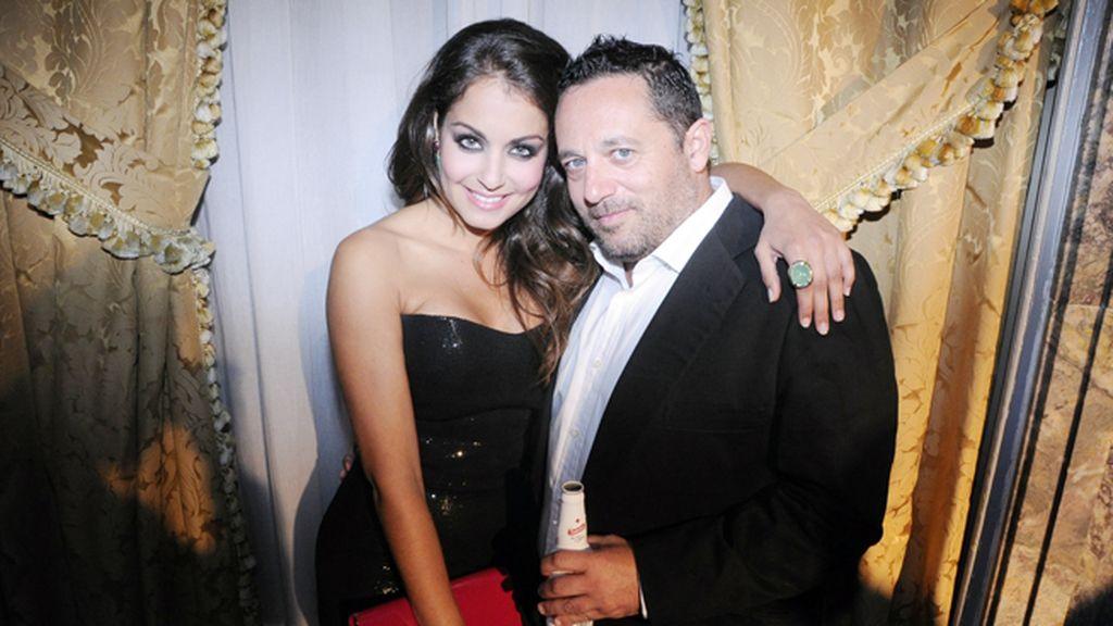 Hiba Abouk junto a Pepón Nieto
