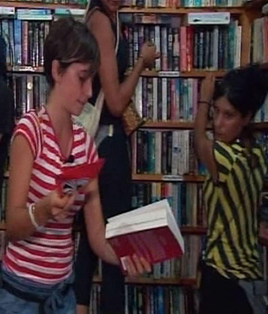 Sandra, Belinda y Marta en una misión de la etapa 11. Misterio en la isla de Java