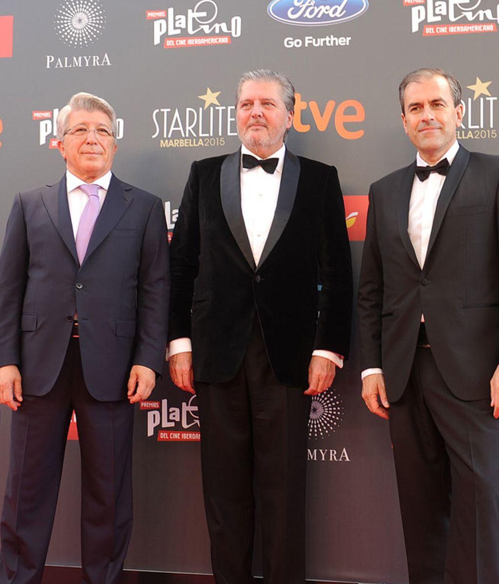 El ministro de cultura, Íñigo Méndez y Enrique Cerezo