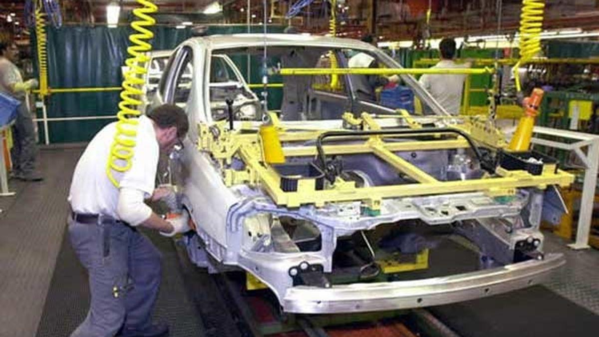 La fábrica de Zaragoza, en la imagen, verá como 600 de sus puestos de trabajo son destruidos. FOTO: EFE