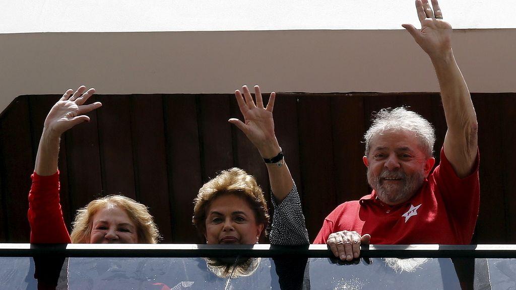 Dilma Rousseff visita a Lula como gesto de apoyo tras su interrogatorio