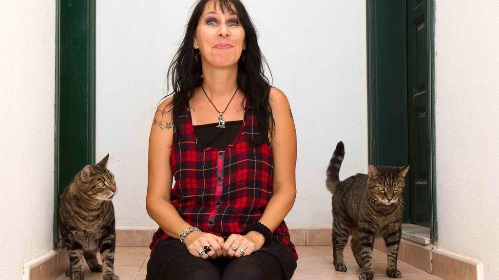 Celebra su aniversario de bodas con sus gatos