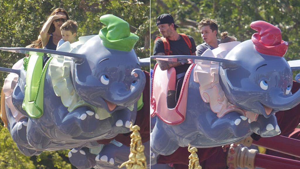 Los Beckham y sus hijos se divierten en Disneyland