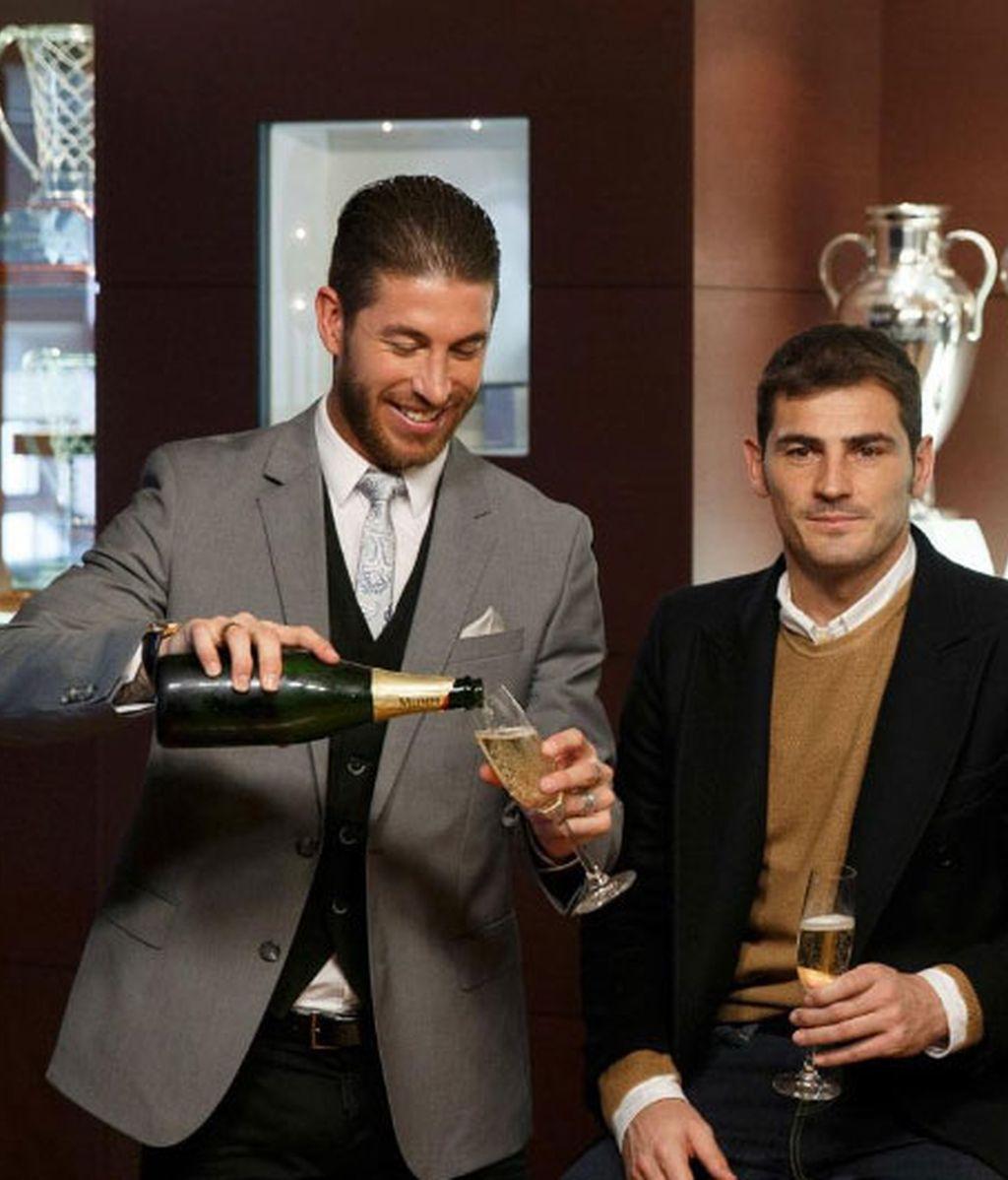 Sergio Ramos e Íker Casillas brindando por otro gran año